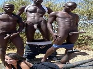 3 Blacks baisent une blanche