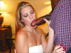 Elle baise en position de levrette !